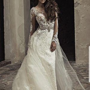 Dresses & Skirts - Wedding dress/gown
